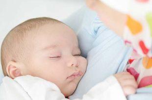 نمو وتطور الطفل الرضيع بعمر 2 أشهر