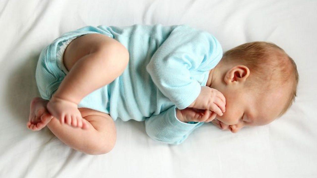 نوم الطفل من عمر 4 إلى 6 أشهر