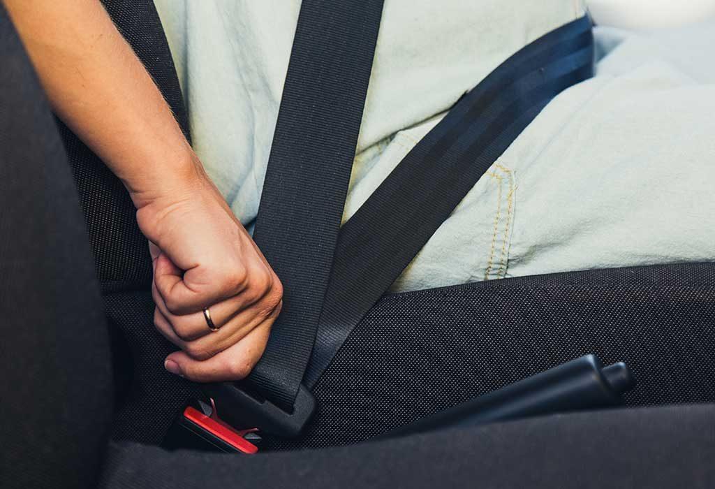 كيف ترتدين حزام الأمان عند الحمل