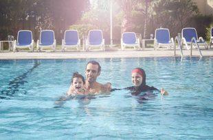 تعليم طفلك السباحة