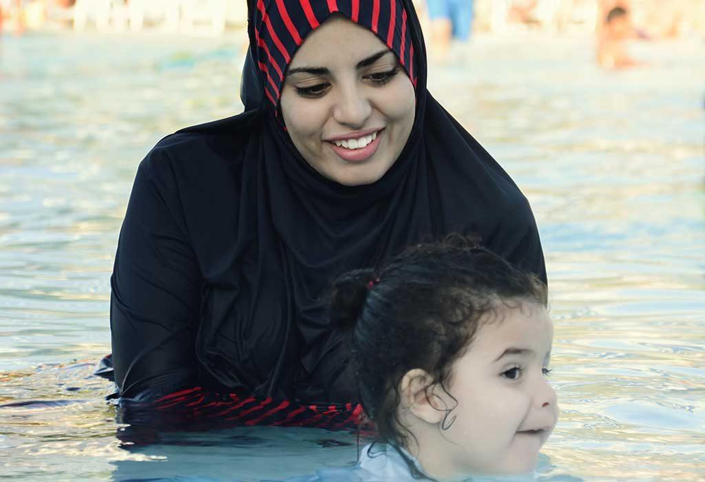 متى تبدأ دروس السباحة للأطفال