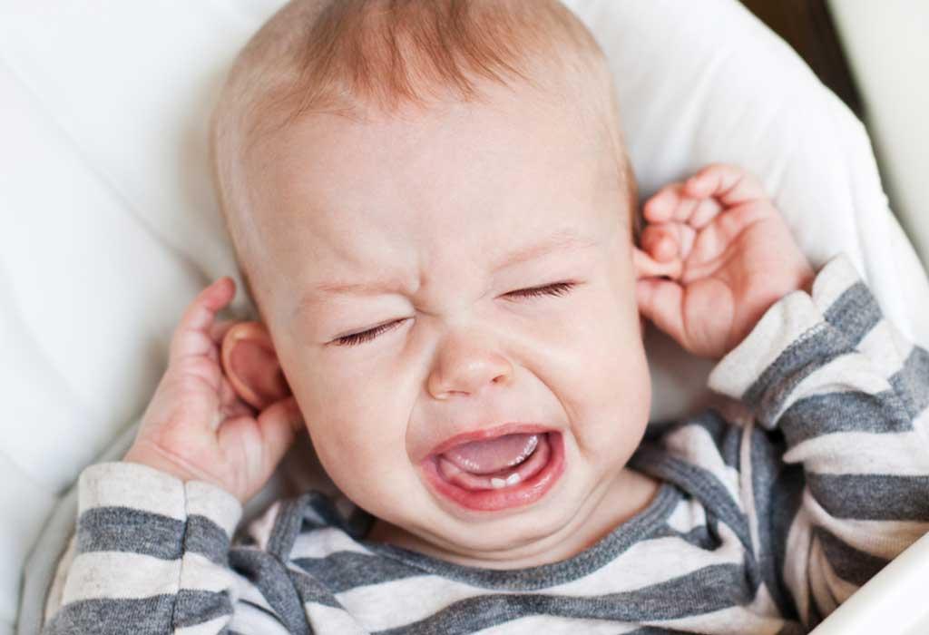 هل يسبب التسنين الحمى عند الأطفال