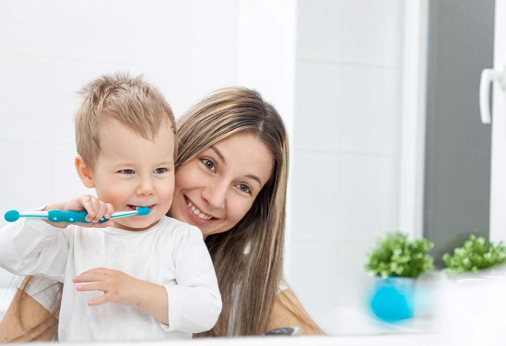كيف يمكنك في المساعدة على خروج أسنان طفلك
