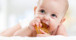كيف تعتنين بأسنان الرضيع النامية