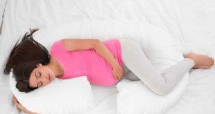 كيف يكون النوم أثناء الثلث الثالث من الحمل – أفضل الأوضاع للنوم ونصائح السلامة