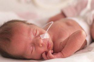 الطفل المولود في الأسبوع 33 من الحمل: الأسباب والمخاطر وكيفية العناية به