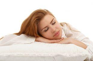 النوم على البطن أثناء الحمل - هل هو ضار؟