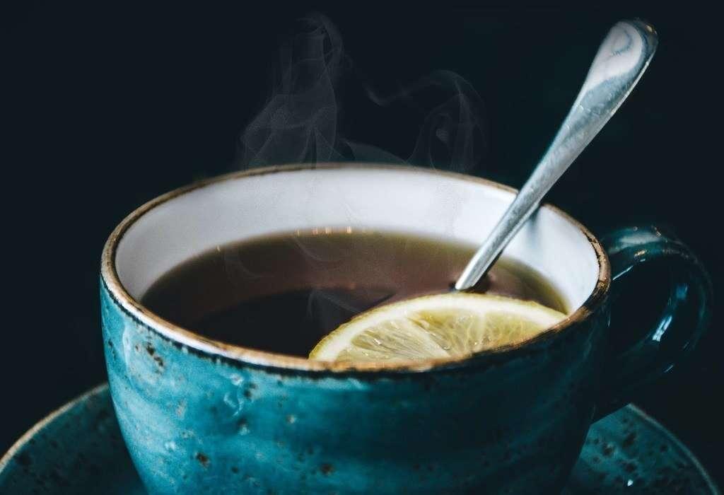 الماء الساخن بالعسل والليمون
