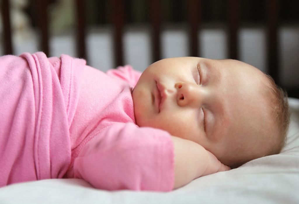 هل من الجيد إيقاظ مولودك الجديد من النوم للرضاعة؟