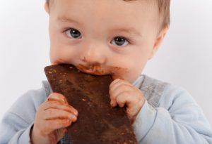 هل يمكن للأطفال الرضع تناول الشوكولاتة؟