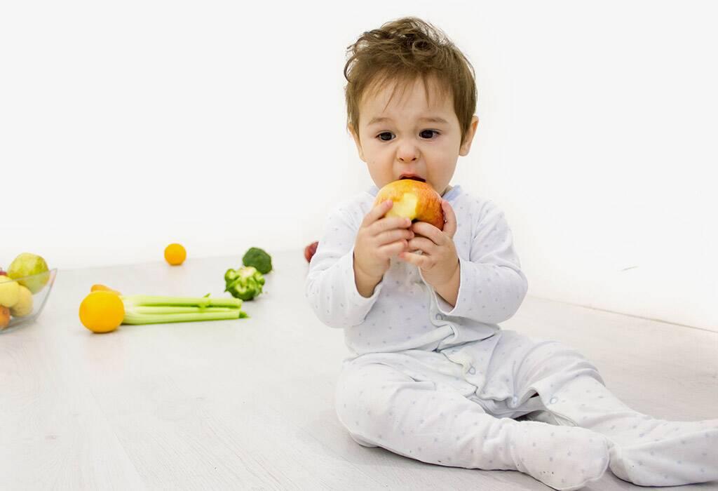 دلائل على أن طفلك قد أصبح جاهزًا للأطعمة الصلبة