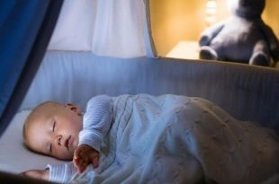 كيف تجعلين طفلك ينام بعمق في الشتاء