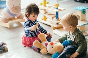دليل كامل حول اختيار ألعاب الأطفال الصغار