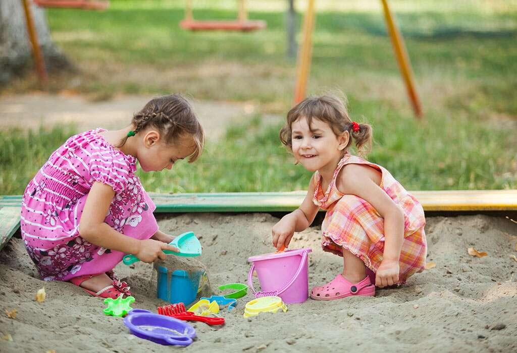 اللعب في صندوق الرمال