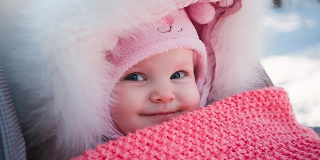 كيف تحافظين على طفلك دافئًا أثناء فصل الشتاء