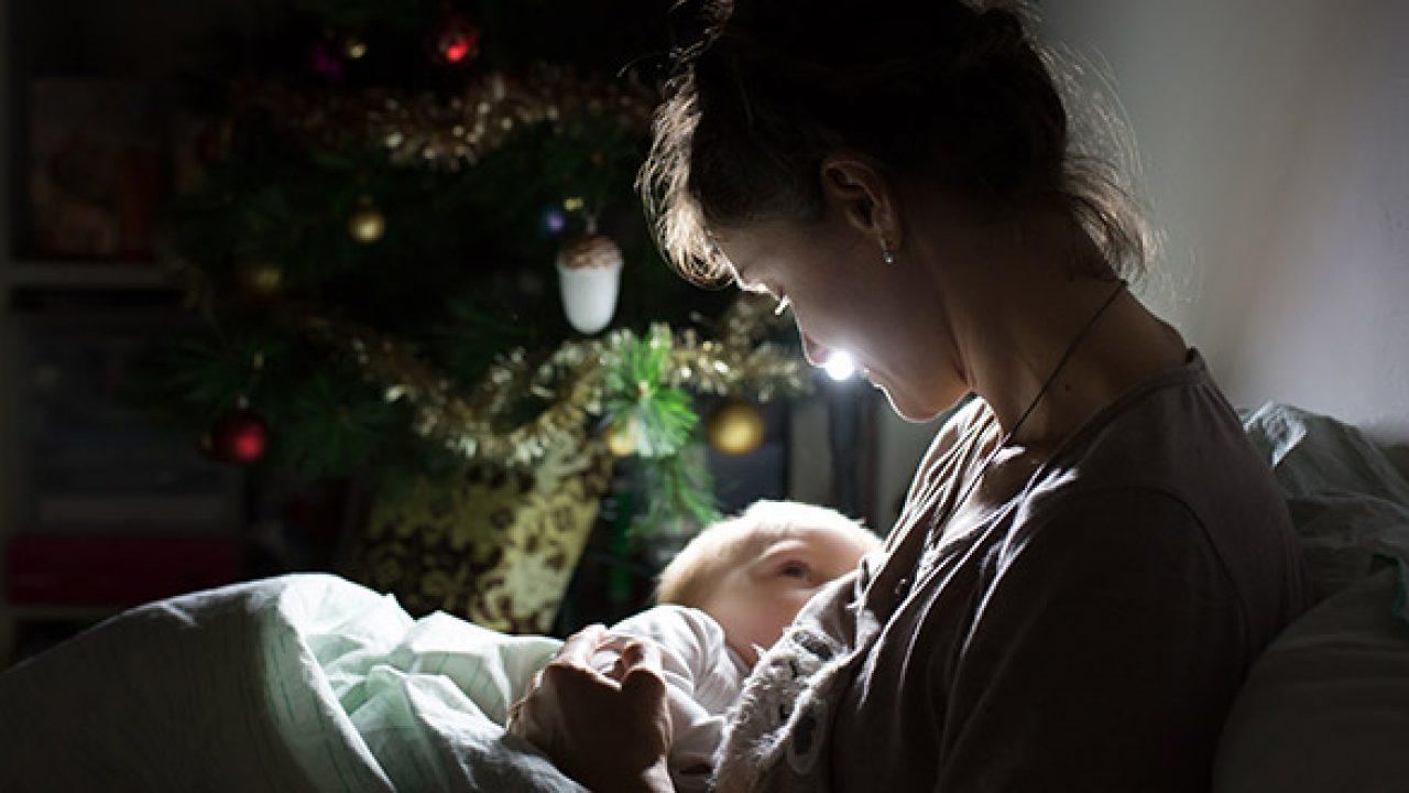 كيفية إرضاع الطفل في الليل فيرست كراي العربية للأبوة والأمومة