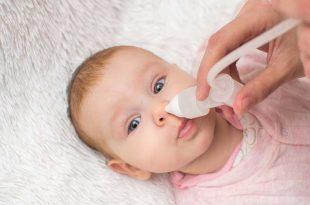 كيف تنظفين أنف طفلك
