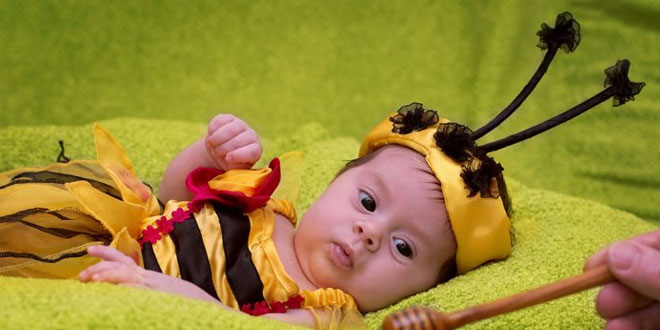 العسل للأطفال الرضع - هل هو آمن وما هي فوائده وأكثر
