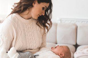 الصداع اثناء الرضاعة الطبيعية: هل هو طبيعي؟