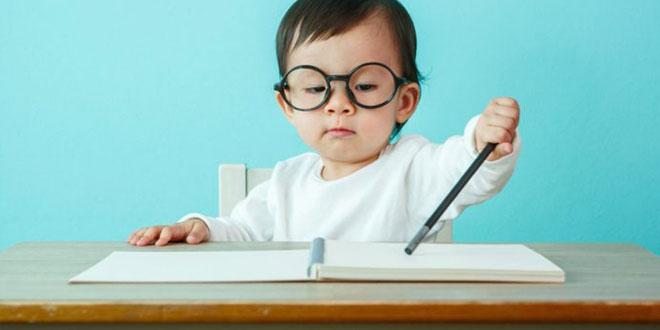 كيف تعلم طفلك الكتابة - 10 نصائح تصنع المعجزات