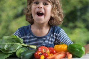 أفضل ١٨ طريقة لغرس عادات الأكل الصحية لدى الأطفال
