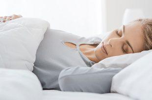 ١٠ نصائح فعالة للنوم أثناء الحمل