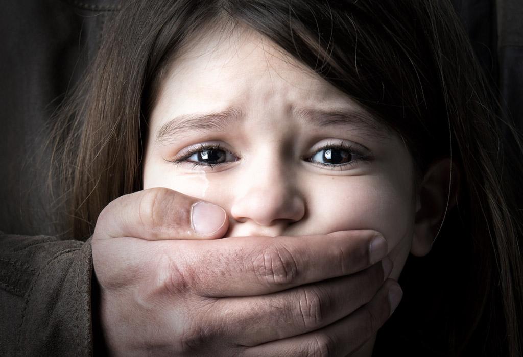 أنواع الاعتداء أو إساءة معاملة الأطفال